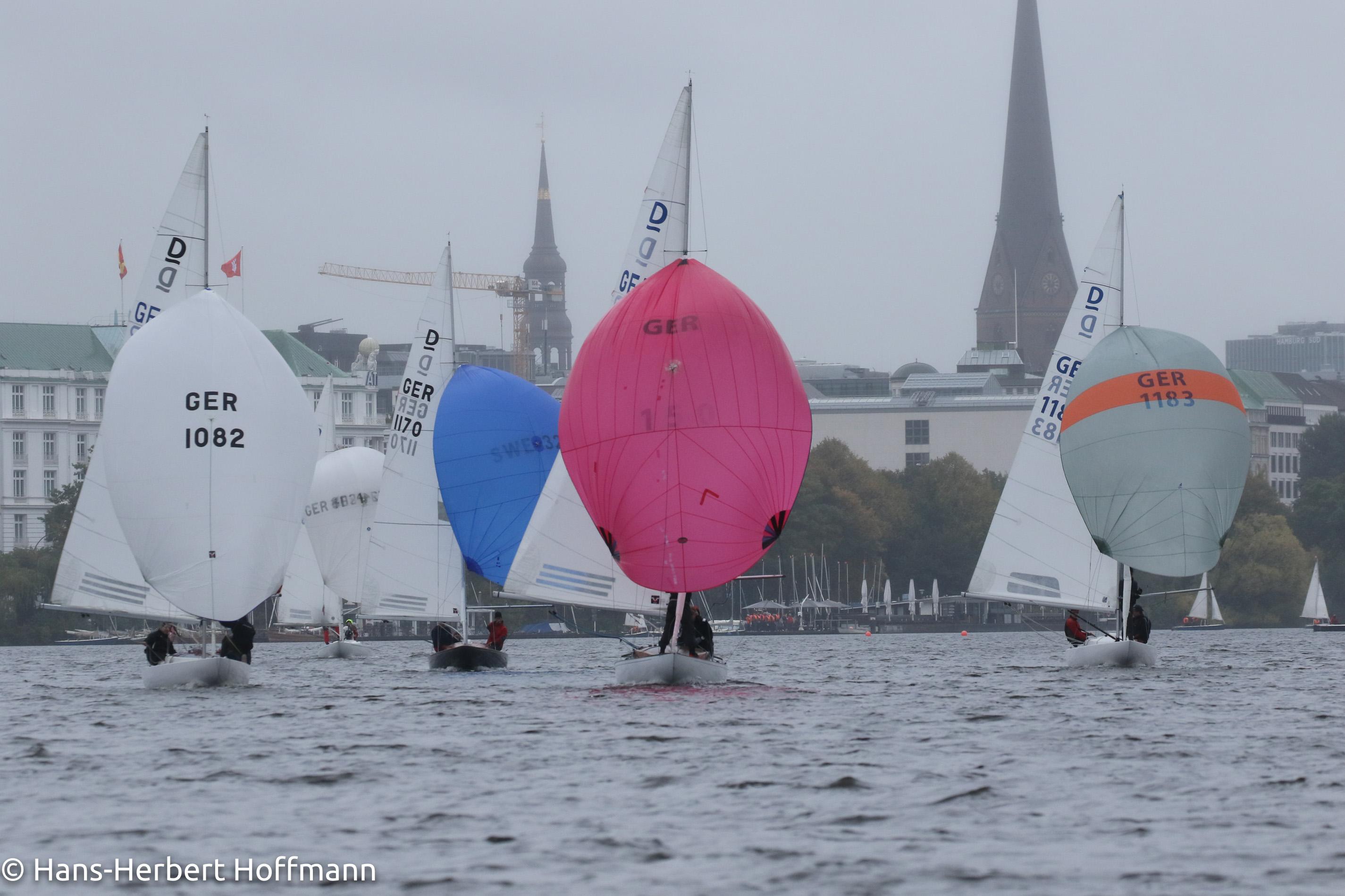 Segeln mitten in Hamburg