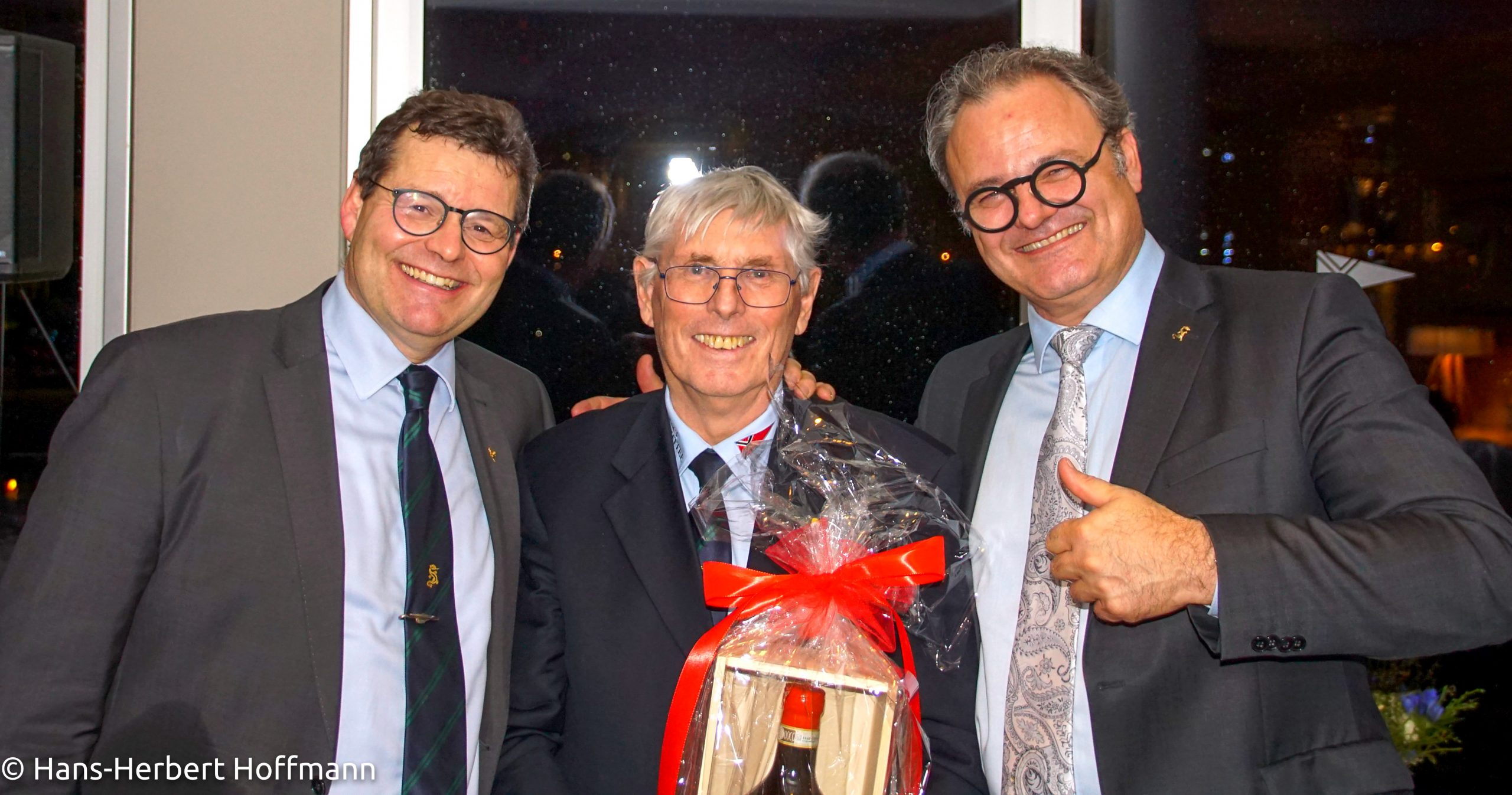 Jubilar Hans Herbert Hoffmann Mit Frank Blohm Dr Gregor Berz 3